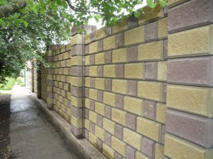 Забор из декоративных блоков